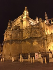 Catedral de Sevilla at night
